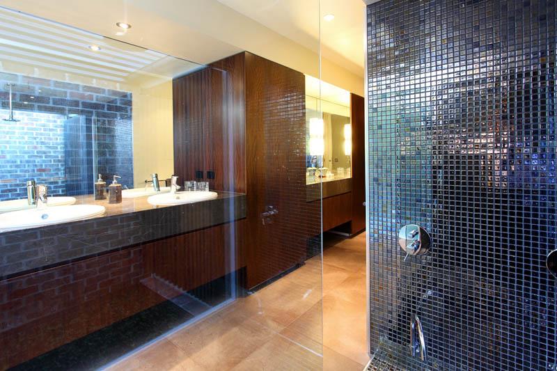 Ram constructions st lucia queenslander renovation bathroom for Queenslander bathroom